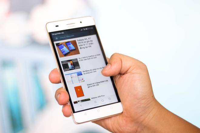 Smartphone RAM 2 GB, man hinh 5 inch gia 3,5 trieu o VN hinh anh