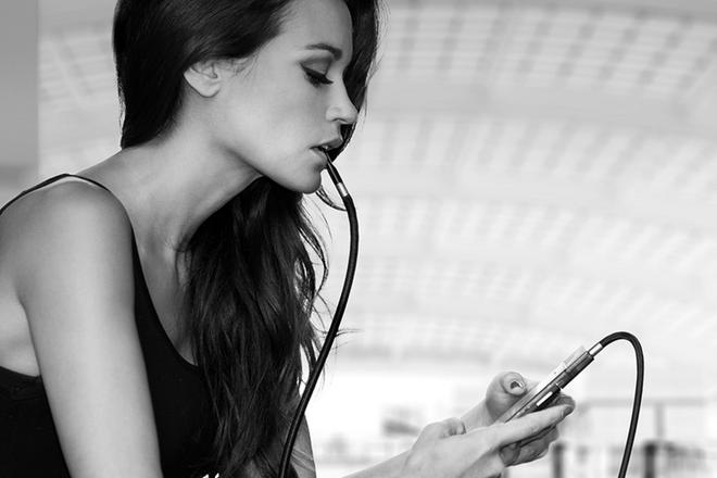 Smartphone tau thuoc gia 299 USD tai CES hinh anh