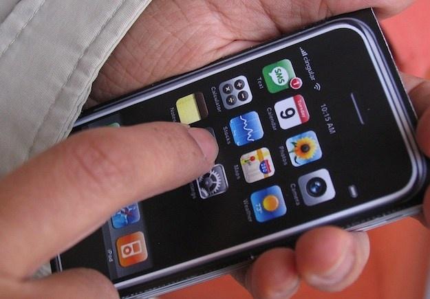 Nguyen mau iPhone dau tien la iPod Nano hinh anh 1