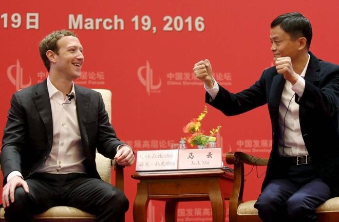 Cuoc doi thoai giua Mark Zuckerberg va Jack Ma hinh anh