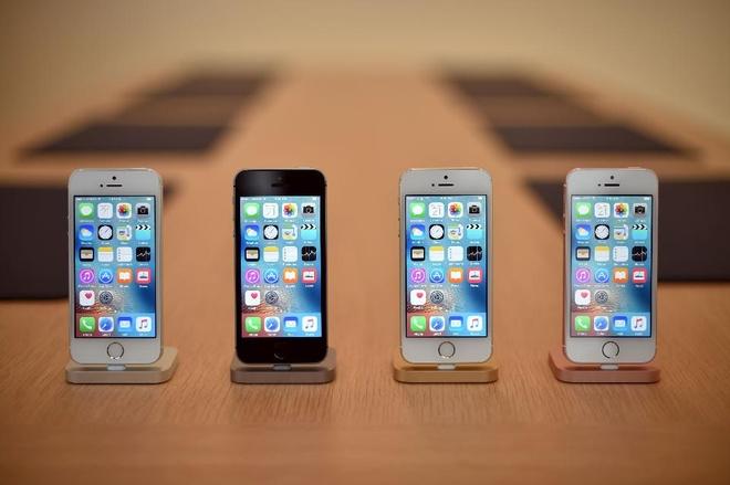 iPhone SE chay hang hay chieu tro cua Apple? hinh anh