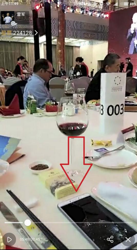 CEO Xiaomi khoe 2 san pham moi hinh anh 1