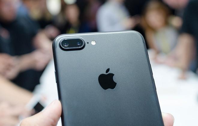 Google: 'Doanh so iPhone 7 se tang manh' hinh anh