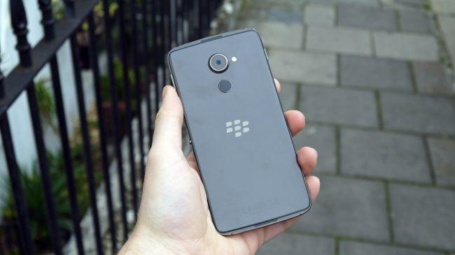 BlackBerry DTEK60 ra mat: RAM 4 GB, gia 499 USD hinh anh 2