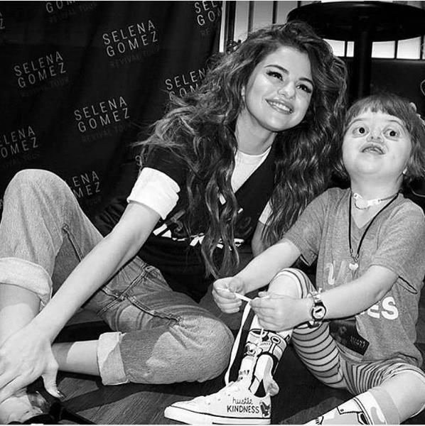Selena Gomez 'song ao' khong doi thu tren Instagram hinh anh 4