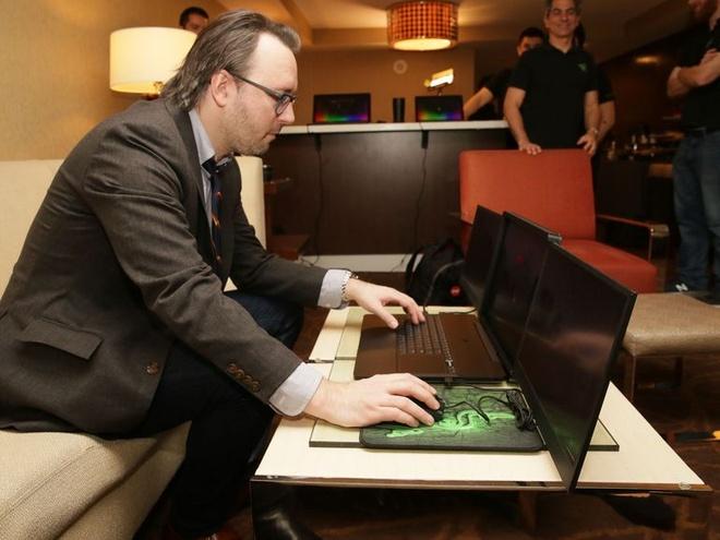 Laptop 3 man hinh 4K dau tien tai CES 2017 hinh anh 4