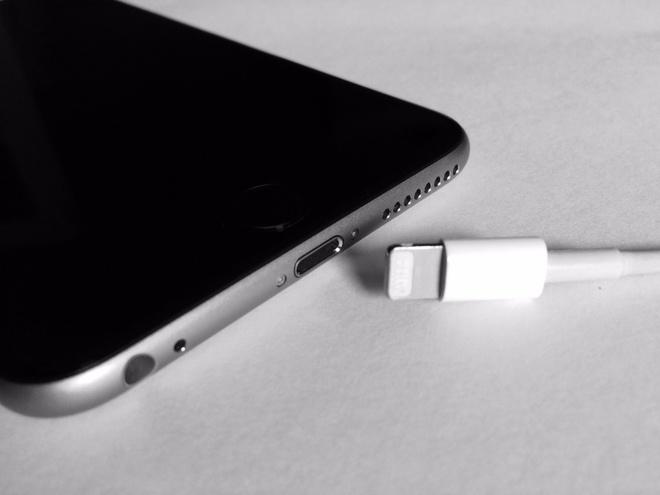 iPhone 2017 co the van dung cong Lightning, bo sung sac nhanh hinh anh