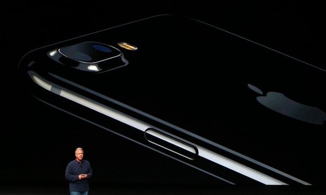 10 nam lich su iPhone anh 13