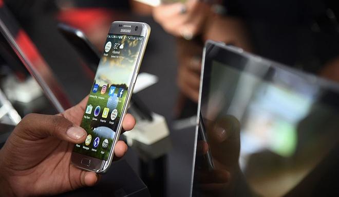 Samsung nang tay tren tinh nang cua iPhone hinh anh