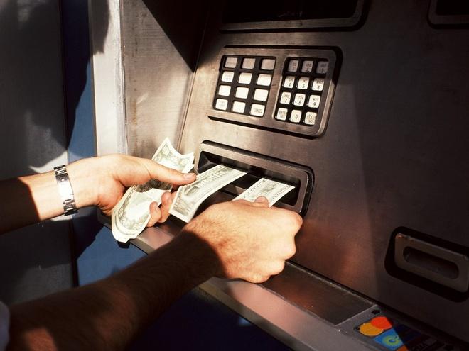 Hack ATM bang may khoan cam tay va dung cu gia 15 USD hinh anh