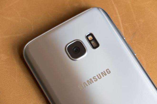 Nho Galaxy S8, S7 edge tro thanh chiec dien thoai dang mua nhat hinh anh 1