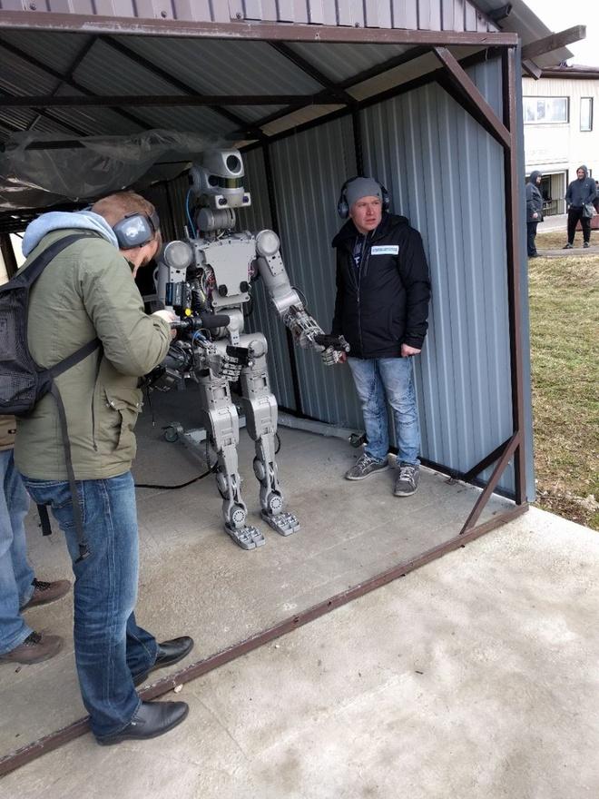 Robot chien dau Nga anh 1
