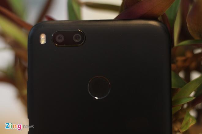 Smartphone camera kep gia 5 trieu cua Xiaomi ve VN hinh anh 3