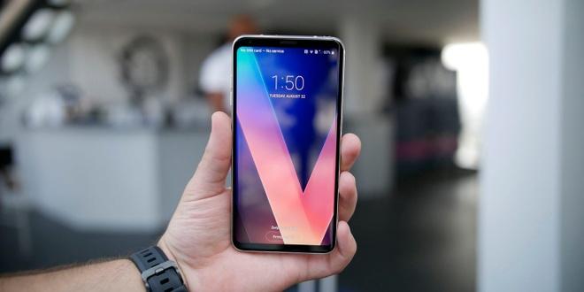 LG V30 co gia 749 USD hinh anh 1