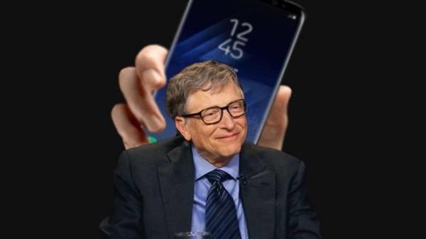 Tai sao Bill Gates chon Android thay vi Windows 10 Mobile? hinh anh