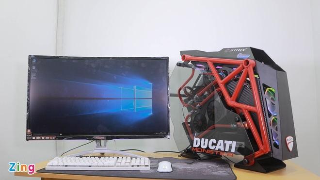 Dan may tinh do theo phong cach Ducati gia tram trieu hinh anh 1