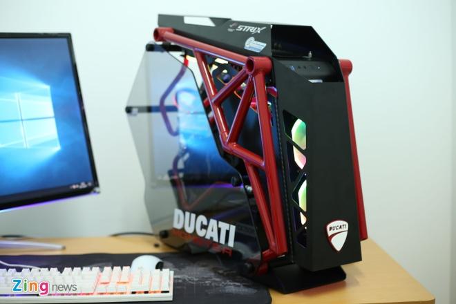 Dan may tinh do theo phong cach Ducati gia tram trieu hinh anh