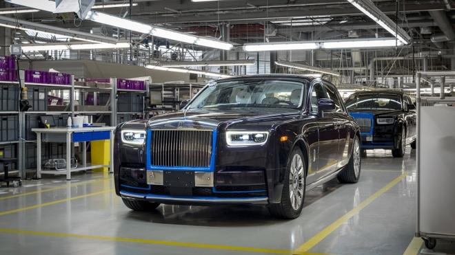 Chiec Rolls-Royce Phantom 2018 dau tien se duoc ban dau gia hinh anh