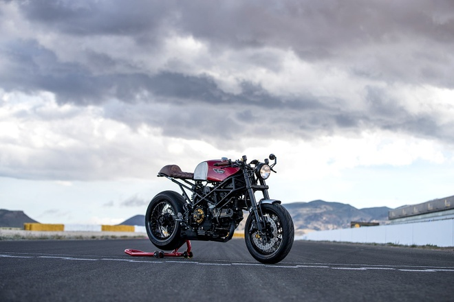 Ducati Monster do cafe racer dep me hon anh 1