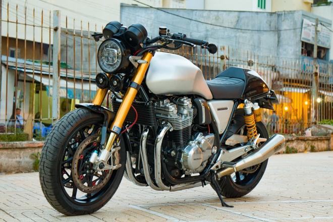 Honda CB1100 hoai co voi loat phu kien dat tien cua biker SG hinh anh