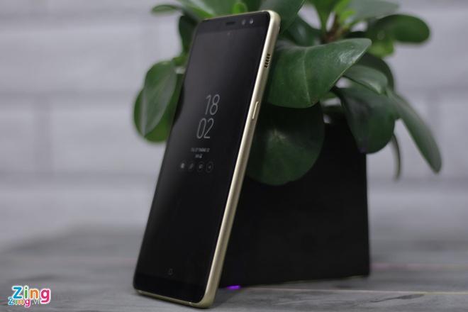 Danh gia Galaxy A8+: Nang cap vuot troi so voi A7 hinh anh