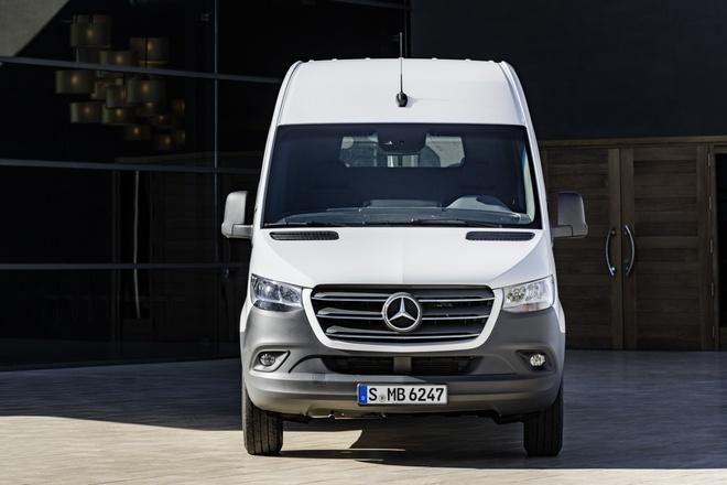 Mercedes-Benz Sprinter the he moi ra mat, Ford Transit nen de chung hinh anh 3