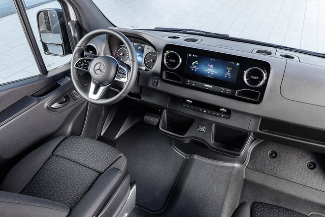 Mercedes-Benz Sprinter the he moi ra mat, Ford Transit nen de chung hinh anh 5