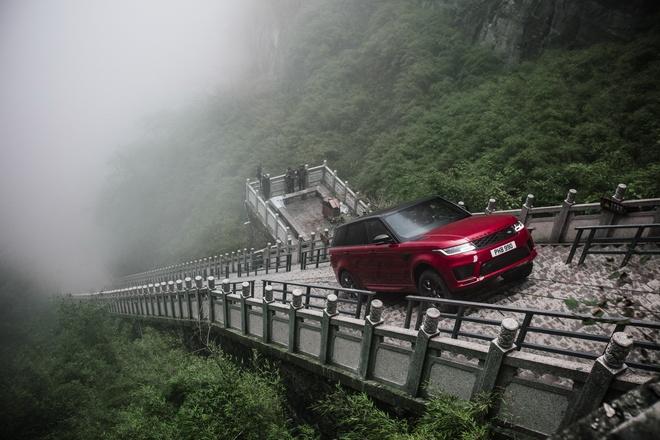 Range Rover Sport phien ban hybrid chinh phuc Cong Troi Thien Mon hinh anh