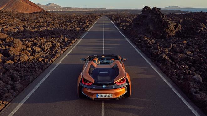 BMW i8 Roadster duoc ban ra trong thang 3, gia 164.000 USD hinh anh 6