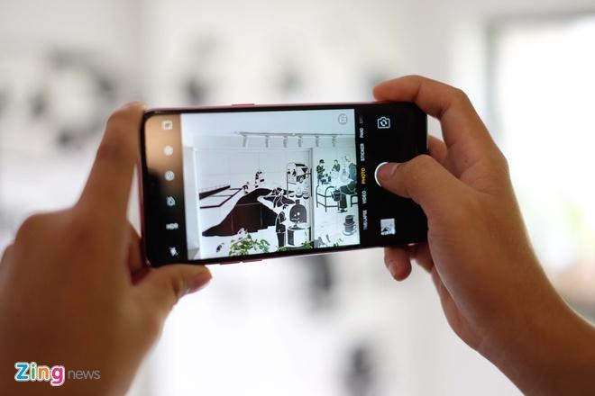Mo hop va trai nghiem nhanh Oppo F7 selfie 25 MP vua ra mat o VN hinh anh 8