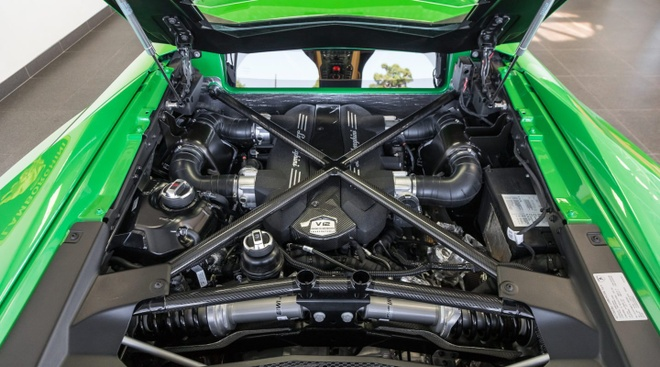 Lamborghini Aventador SV ban dac biet voi mau son doc dao hinh anh 6