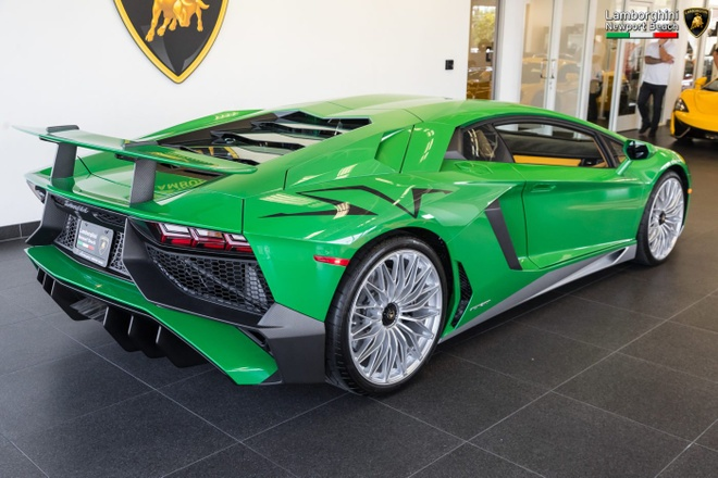 Lamborghini Aventador SV ban dac biet voi mau son doc dao hinh anh 2