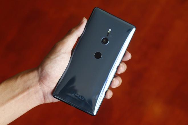 Mo hop va trai nghiem Sony Xperia XZ2 dau tien tai VN hinh anh