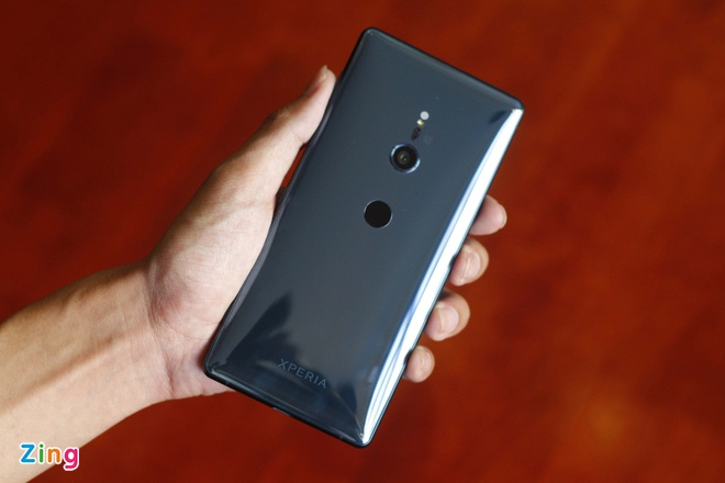 Mo hop va trai nghiem Sony Xperia XZ2 dau tien tai VN hinh anh 3