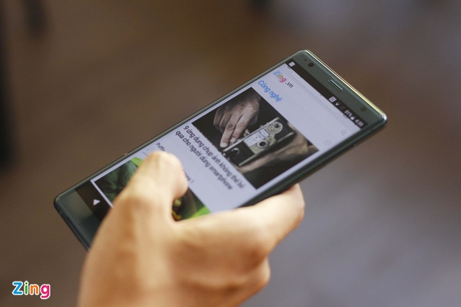 Mo hop va trai nghiem Sony Xperia XZ2 dau tien tai VN hinh anh 5