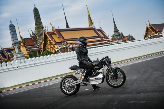 Ducati Scrambler D-EV chay dien ra mat anh 1