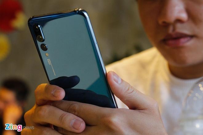 Trai nghiem Huawei P20 Pro: Smartphone dau tien co 3 camera sau hinh anh 1