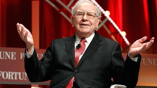 Warren Buffet: 'Dung chi nhin doanh so iPhone ma ha thap Apple' hinh anh