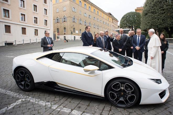 Lamborghini Huracan cua Giao hoang co gia 861.000 USD hinh anh