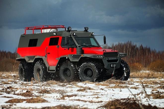 SUV 8 banh ngoai co den tu Nga hinh anh 1
