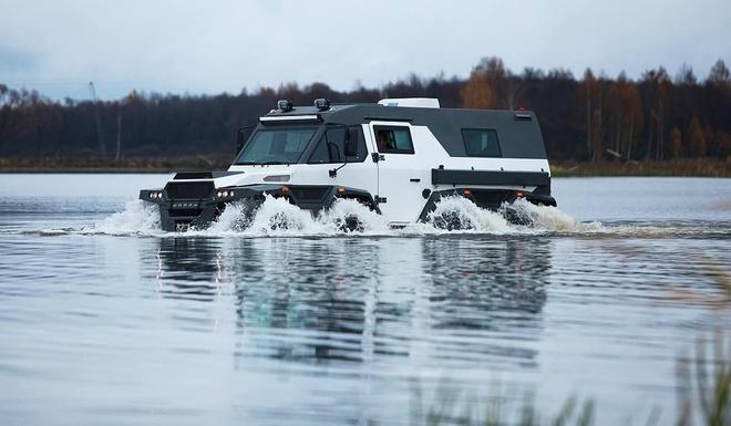 SUV 8 banh ngoai co den tu Nga hinh anh 5
