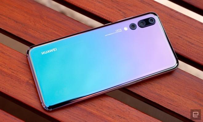 Sau 'tai tho', dau la xu huong thiet ke cua smartphone nam 2018? hinh anh