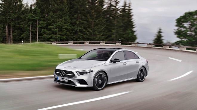 Mercedes-Benz A-Class 2019 ra mat, doi thu Audi A3, BMW 1-Series hinh anh