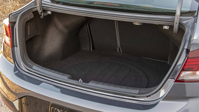 Hyundai Elantra 2019 co 6 bien the, chot gia tu 17.000 USD tai My hinh anh 9