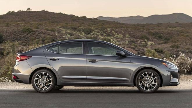 Hyundai Elantra 2019 co 6 bien the, chot gia tu 17.000 USD tai My hinh anh 7