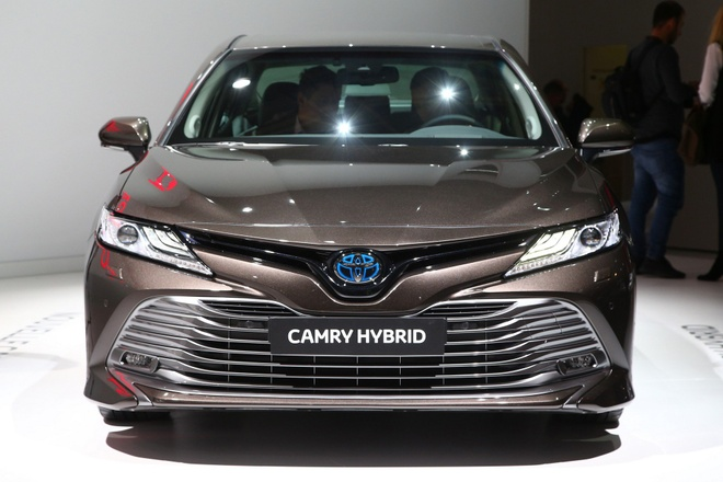 Toyota Camry tro lai chau Au voi dong co hybrid hinh anh