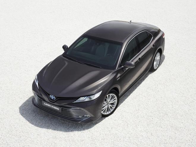 Toyota mang Camry Hybrid tro lai chau Au hinh anh