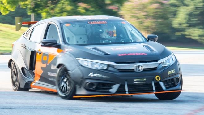 Honda Civic do tang toc ngang Bugatti Chiron hinh anh 6