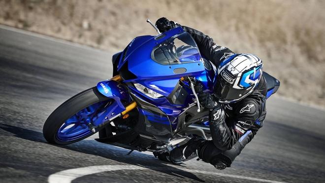 Yamaha YZF-R3 2019 ra mat, kieu dang va dong co duoc cai tien hinh anh