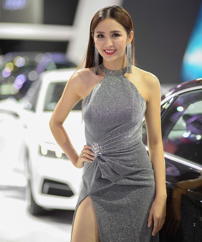 Dan nguoi mau thu hut o Vietnam Motor Show 2018 hinh anh 9